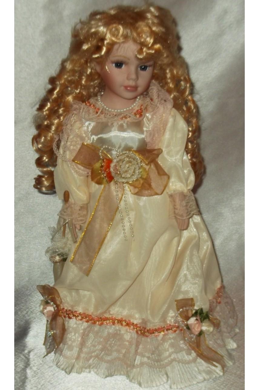 Кукла фарфоровая в бальном платье арт.53411